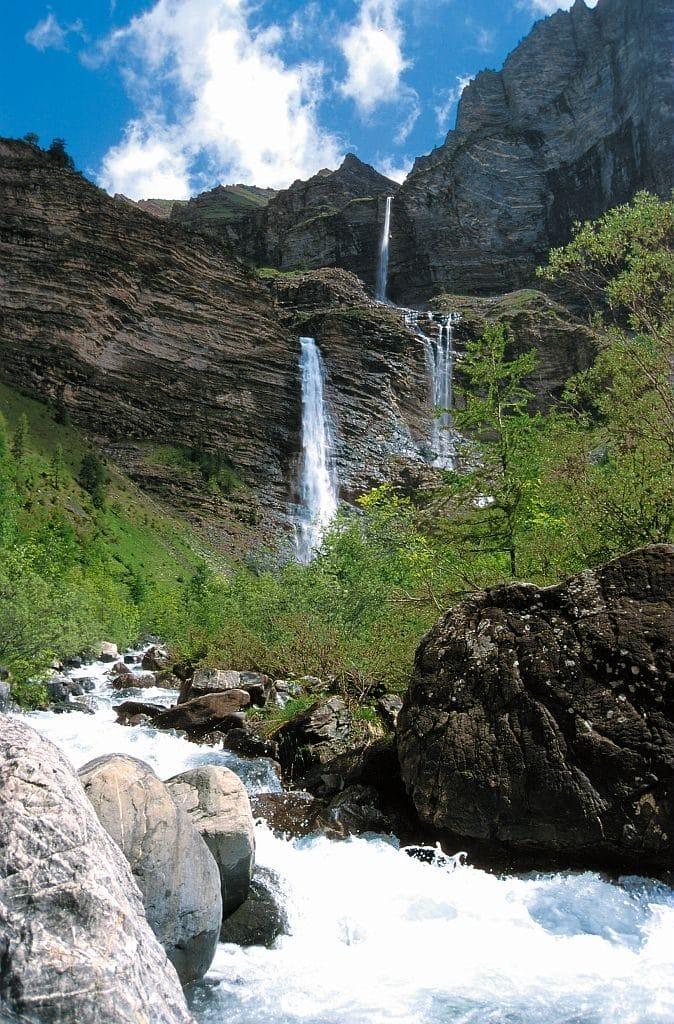 cascade de la pisse 674x1024 - Entdecken sie die region